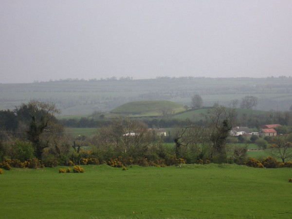 Dowth view from Newgrange, ©_TuVeuxMaPhoto_/Flickr