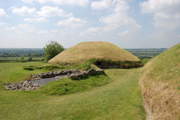 Satellite mound at Knowth, ©fhwrdh-Flickr